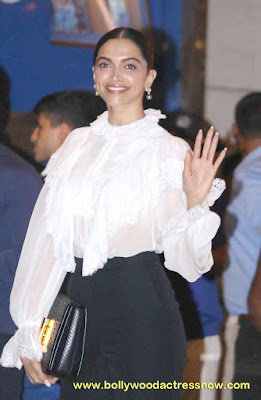 Bollywood Star Deepika Padukone at  party with the Mumbai Indians 01