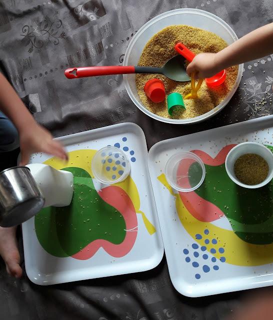 activité sensorielle petits  enfants maternelle 1 2 3 ans motricité fine semoule
