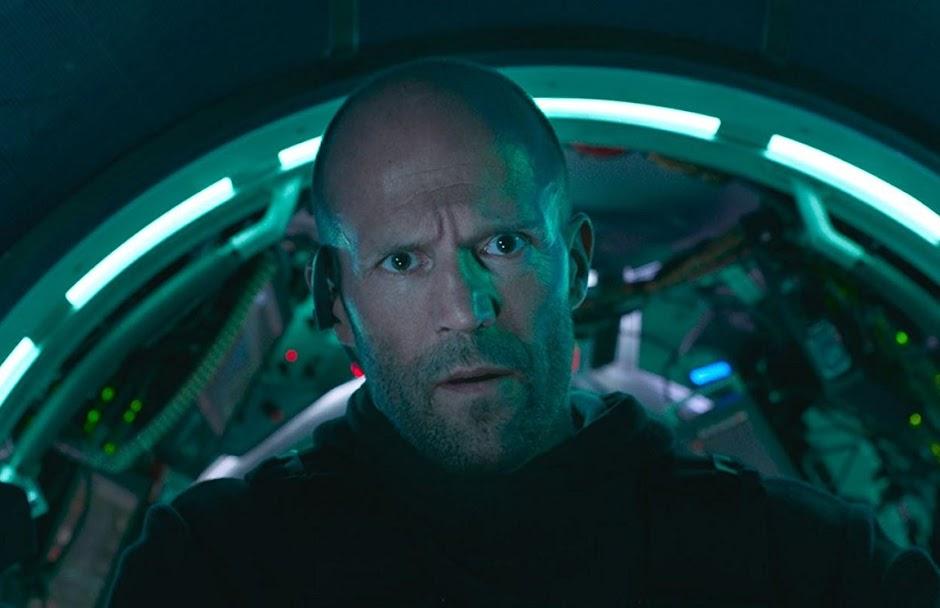"""Trailer internacional de """"Megatubarão"""" coloca Statham frente a frente com o predador dos mares"""