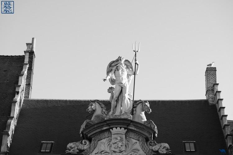 Le Chameau Bleu  - Blog Voyage Gand Belgique - Toit de l'office de tourisme de  Gand - Belgique