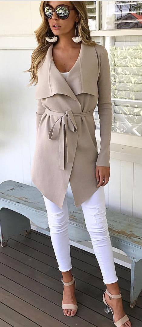 white and nude outfit idea: coat + top + skinny pants + heels