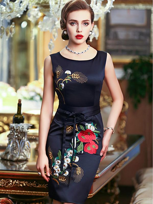 những thiết kế váy đầm cho tuổi trung niên mùa hè