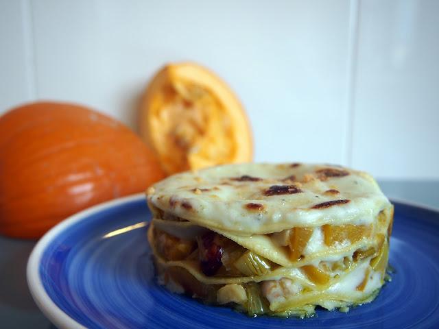 lasaña de calabaza, queso azul y frutos secos