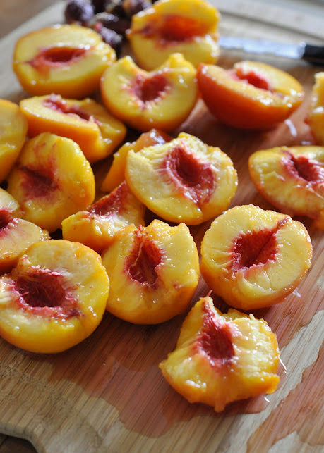 How-To-Peel-Peaches-tasteasyougo.com
