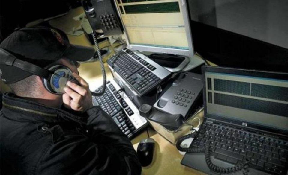 Acusan a policias de editar escuchas telefonicas