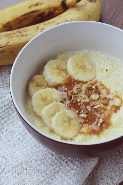 Jaglanka z masłem orzechowym i bananem
