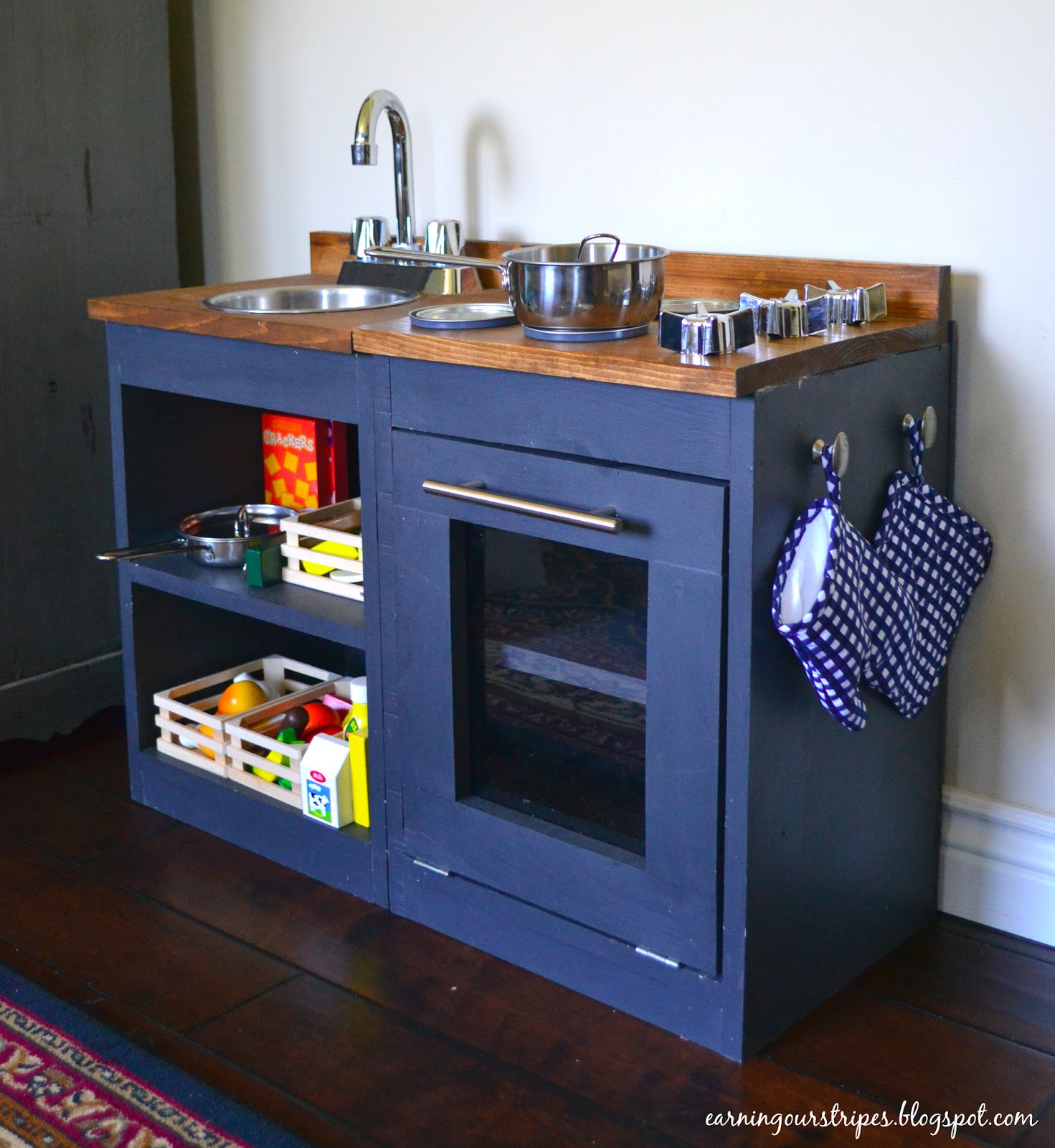 Play Kitchen For Kids: Earning Our Stripes: DIY Play Kitchen