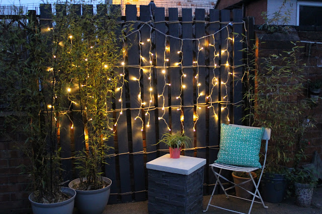 feature pallet screen in garden
