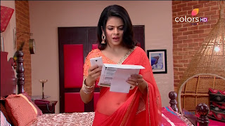 Jigyasa Singh from Thapki Pyaar Ki in Orange Transparent Saree (12).jpg