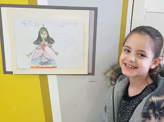 """סהר: """"אני רוצה להיות ציירת, או רקדנית או שוטרת. יהיו לי תערוכות בכל העולם"""" (צילום: שירי פודור)"""