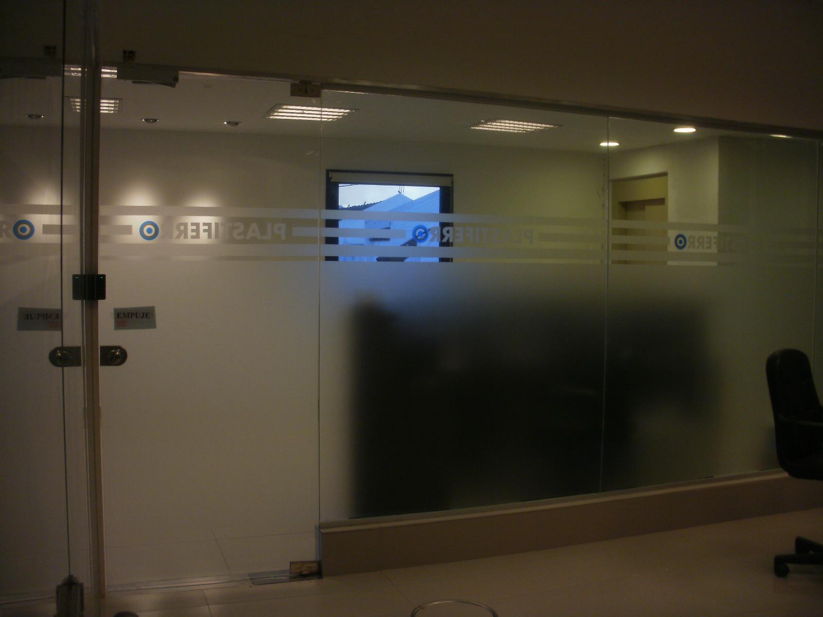 Decoraci n para paredes con vinilos adhesivos for Oficinas disney madrid