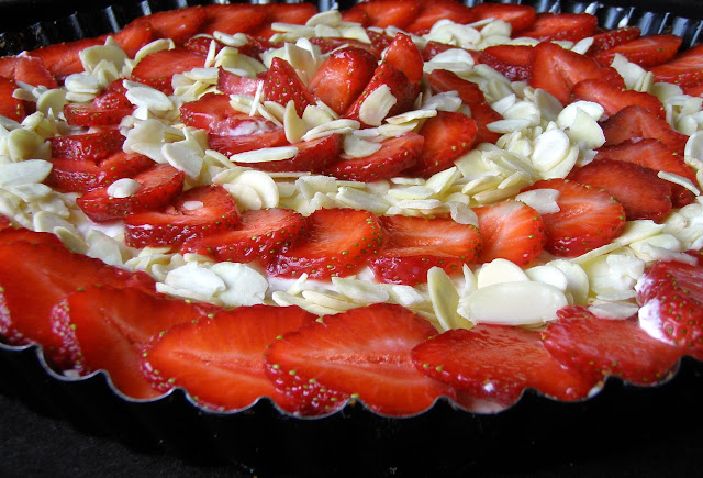 truskawki Tarta na herbatnikach z mascarpone i truskawkami