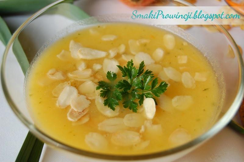 Zupa dyniowa z imbirem i prażonymi migdałami  - Smaki Prowincji - przepis