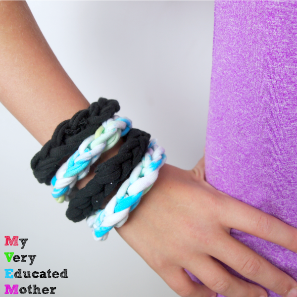 Such an easy kids craft, perfect for making at scouts, camp, or in a group setting. Woven Bracelets