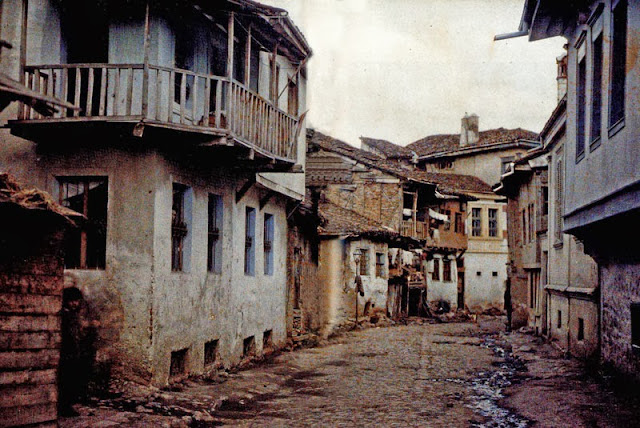 The Jewish ghetto of Bitola known as Jaudihanata (the Jewish Quarter), which was located in the current center of the city. The houses made of stone, clay and wood had only one floor. - Bitola in 1913