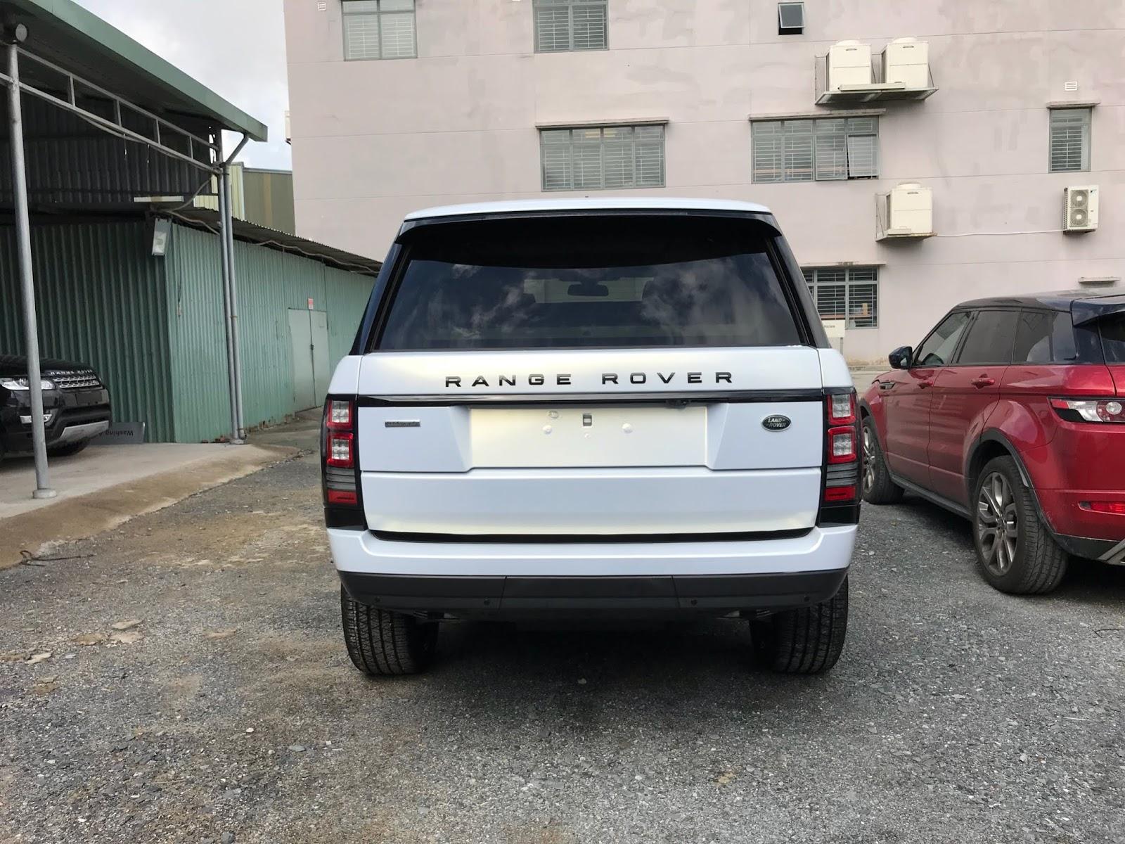 Hình Ảnh Xe Range Rover Autobiography Bản LWB Màu Trắng Mới Phiên Bản 4 ghế sang trong nhất của landrover. trưng bày tại quận 2