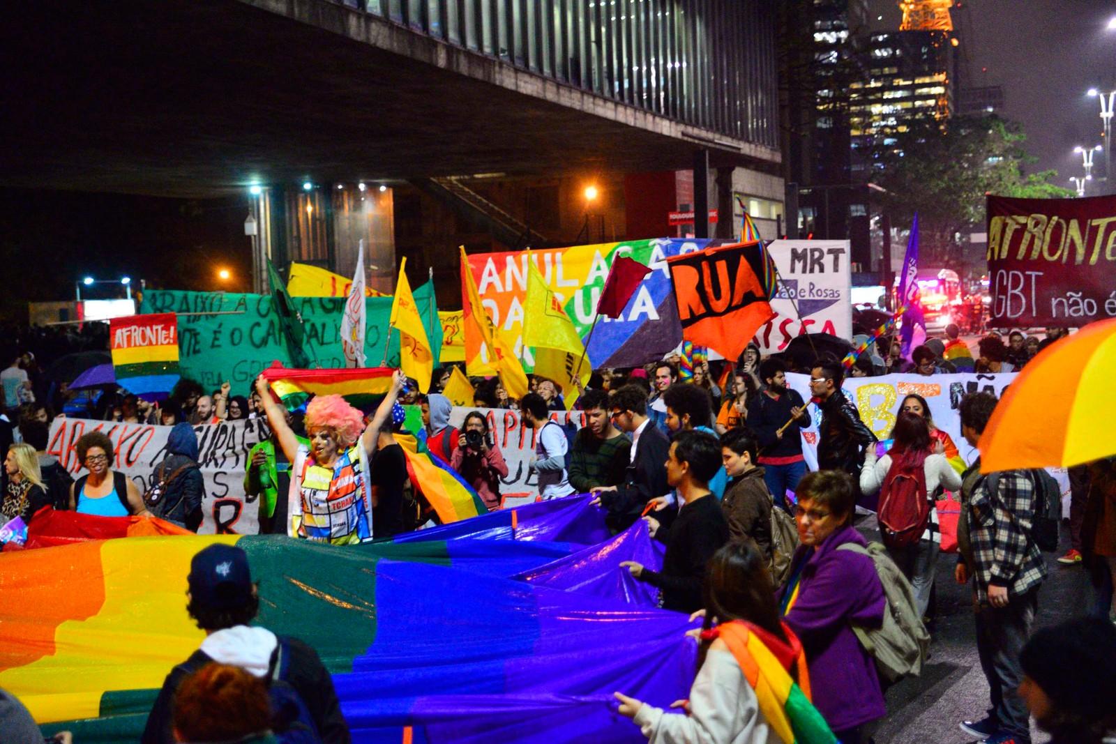 São Paulo tem segundo grande ato contra decisão sobre 'cura gay' na Paulista