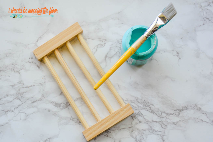 How to Make a Kitchen Sponge Holder | Easy, step-by-step tutorial. Give it a coat of a marine-grade sealant to make it super durable!