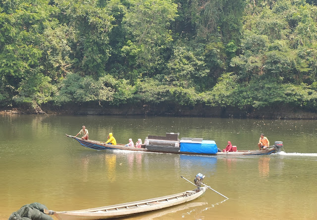 Lubuk Larangan is a tradition of catching fish once a year in the village of Tanjung Belit, Kampar regency, Riau Province. This unique tradition originally came from the decision of ninik mamak or the elders of the 1970s with the aim of preserving the river. Many of the positive values of this river we can make a village asset.The annual event can also be a place to stay in touch with the inhabitants.