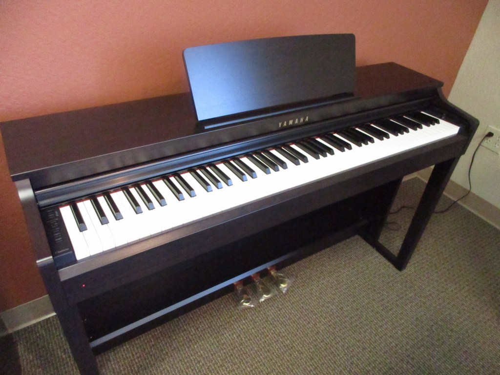 az piano reviews review yamaha clp535 clp545 clp575. Black Bedroom Furniture Sets. Home Design Ideas