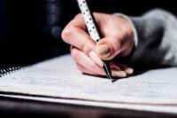 Escrevendo - Simulado sobre Pedagogia Histórico-Crítica
