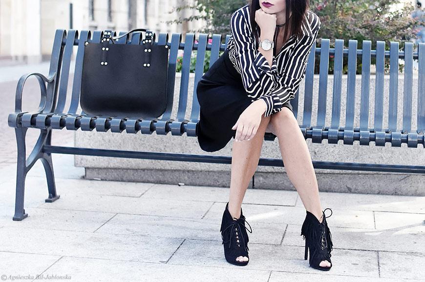 3cf3399ab7e995 Koszula w paski, rozkloszowana spódnica. Do tego dorzuciłam ulubioną  dzikuskę, botki z frędzlami i minimalistyczne srebrne dodatki w postaci  zegarka i ...