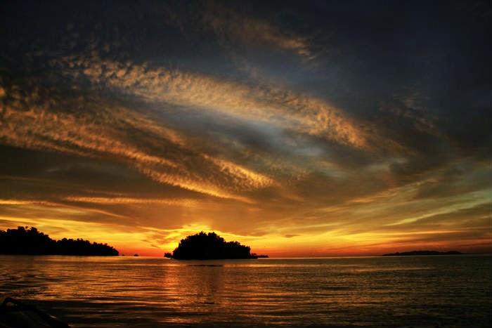 Senja di taman Nasional kepulauanTogean