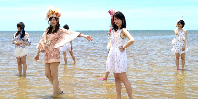 http://akb48-daily.blogspot.com/2016/09/nogizaka46-15th-single-sold-over-800k.html