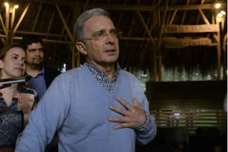 """Se contradice Uribe y propone amnistía a guerrilleros sin condenas, pero """"alivio judicial"""" a policías y soldados"""