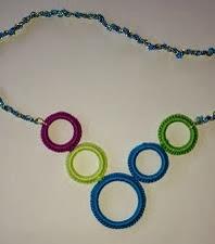 http://www.artedetei.com/2013/07/collar-de-crochet.html