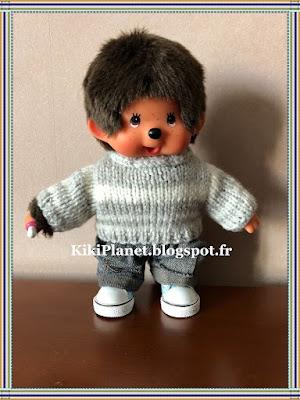 Pull rayé Gris/blanc fait main pour Kiki ou Monchhichi, knitting, tricot, vintage, handmade, vêtement, poupée