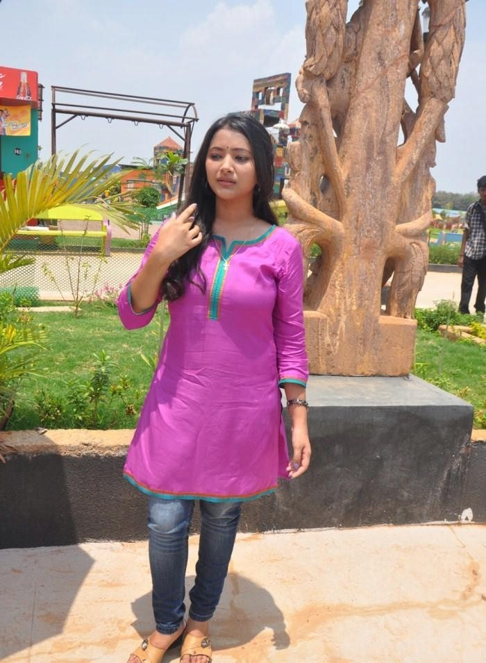 South Indian Hot Actress Shweta Basu Long Hair In Violet Dress Blue Jeans