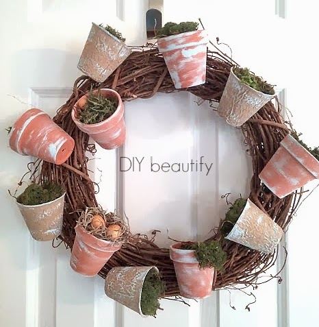How to Make a Flower Pot Wreath www.diybeautify.com