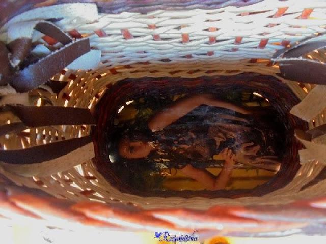 внутри сумки прочная поверхность