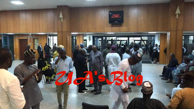 Senators loyal to Saraki block Senate chamber's door ahead of APC senators [PHOTOS]