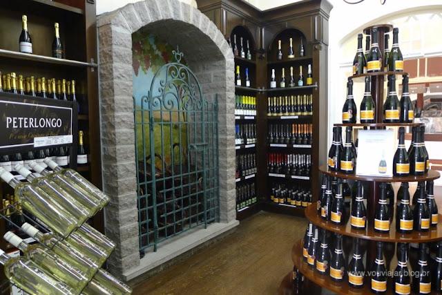 Varejo da Peterlongo na sede da vinícola