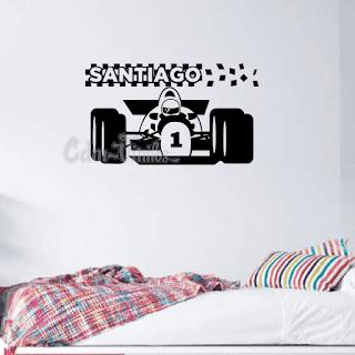 vinilo decorativo pared infantil auto formula uno con bandera a cuadros y nombre
