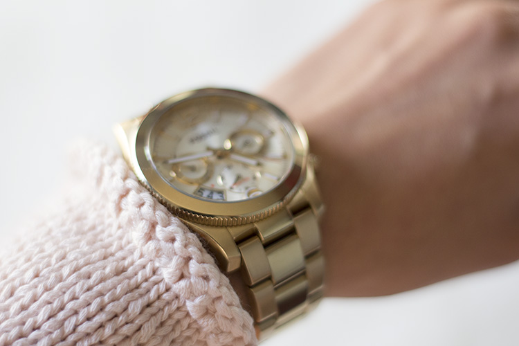 h&m knit sweater curled edges and gold fossil watch