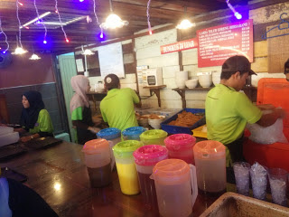 Pembancuh air Laksa Telur Goreng Bersarang di Bandar Seri Botani Ipoh Perak