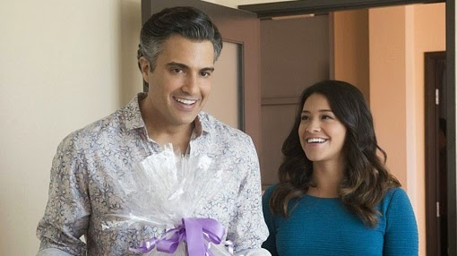 Jaime Camil y Gina Rodriguez en Jane the Virgin