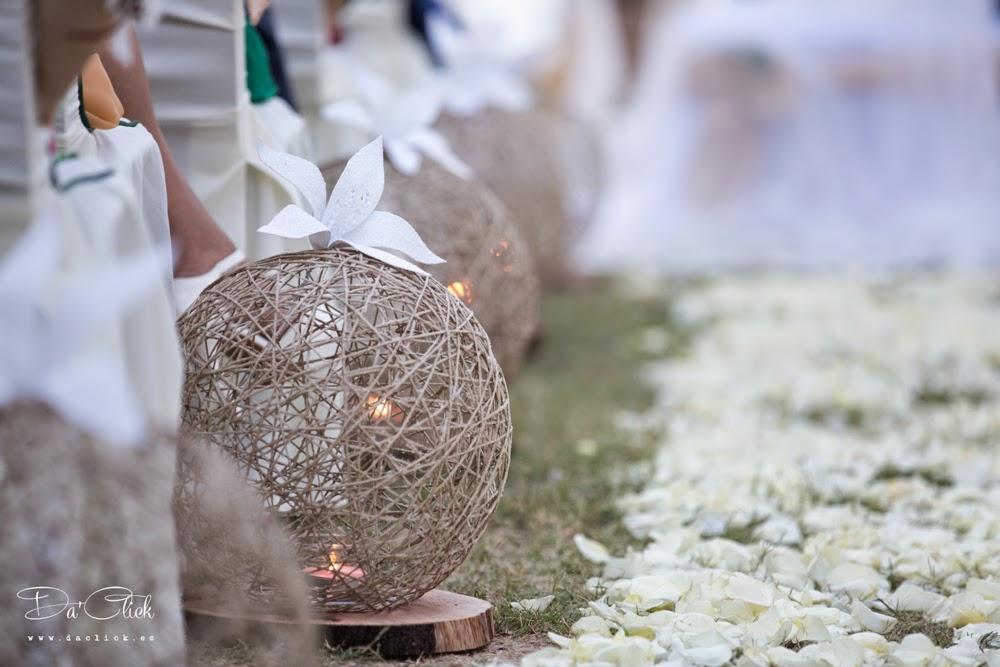 decoración bolas cuerda petalos