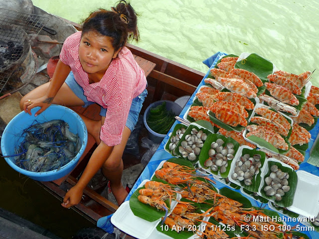 people; street portrait; Thailand; Bangkok; floating market; Thai food; seafood; delicious; boat vendor; yummy snack; Taling Chan Floating Market; matt hahnewald photography; facing the world