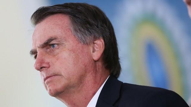 Bolsonaro assina decreto que facilita posse de armas no Brasil