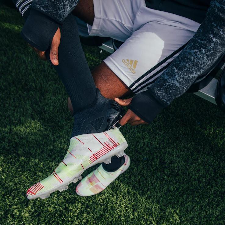 Wahnsinnige Neue Adidas Glitch Optiflage 2017 Fußballschuhe