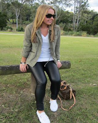 outfit con leggins de cuero casuales tumblr de moda