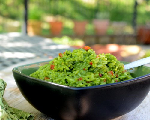 Green Rice, turned bright green with spinach and coconut milk ♥ AVeggieVenture.com. Vegan. Gluten Free. Budget Friendly.