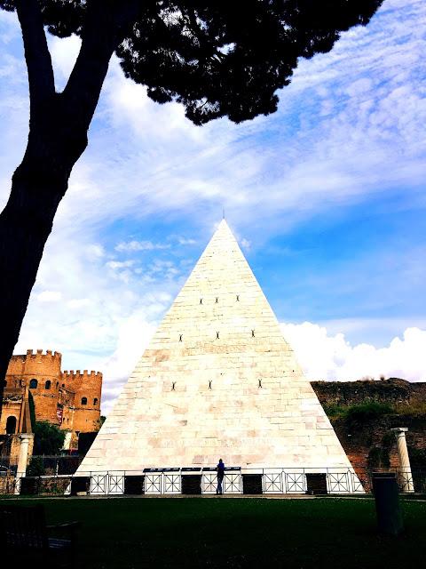 rome-pyramid
