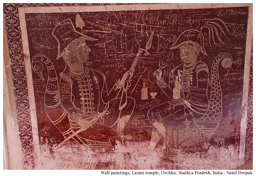 Wall painting of 2 Europeans, Laxcmi temple, Orchha, Madhya Pradesh, India - Images by Sunil Deepak