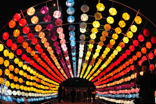 Lighting up lanterns for Tet 1
