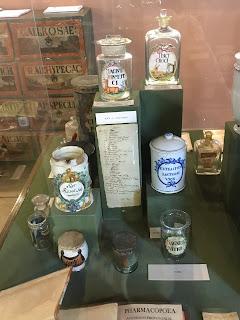 金の鷲薬局博物館の展示品